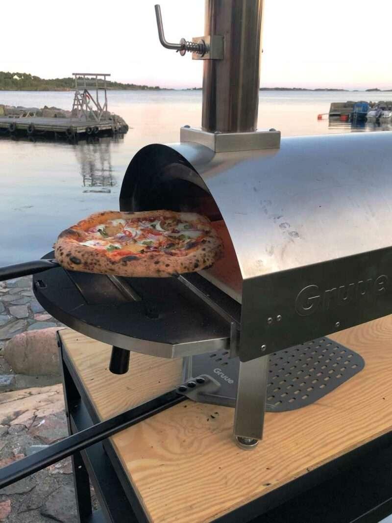 Gruue Pizzaovn beste vedfyrte pizzaovn med San Marzano tomater.