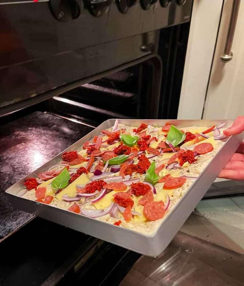 Pizza panne til detroit style pannepizza norsk panne pizza